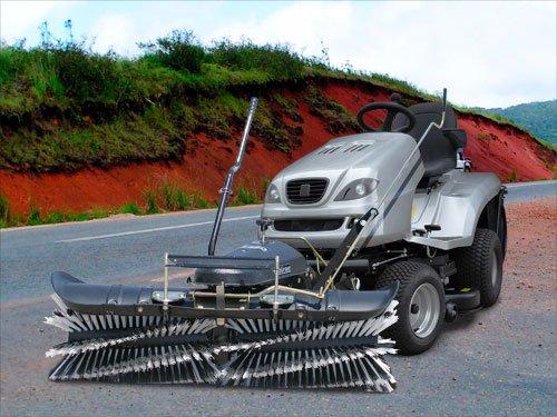 Rasentraktor 4WD mit Kehrmaschine